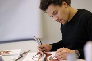 Conteúdo Rico para Comunicação Visual - BMW Designer Sketching lg11